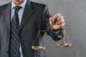 IVA deducible trajes abogado