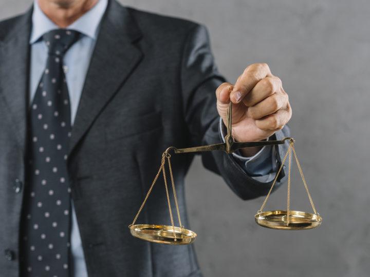 ¿El traje de un abogado es un gasto deducible?